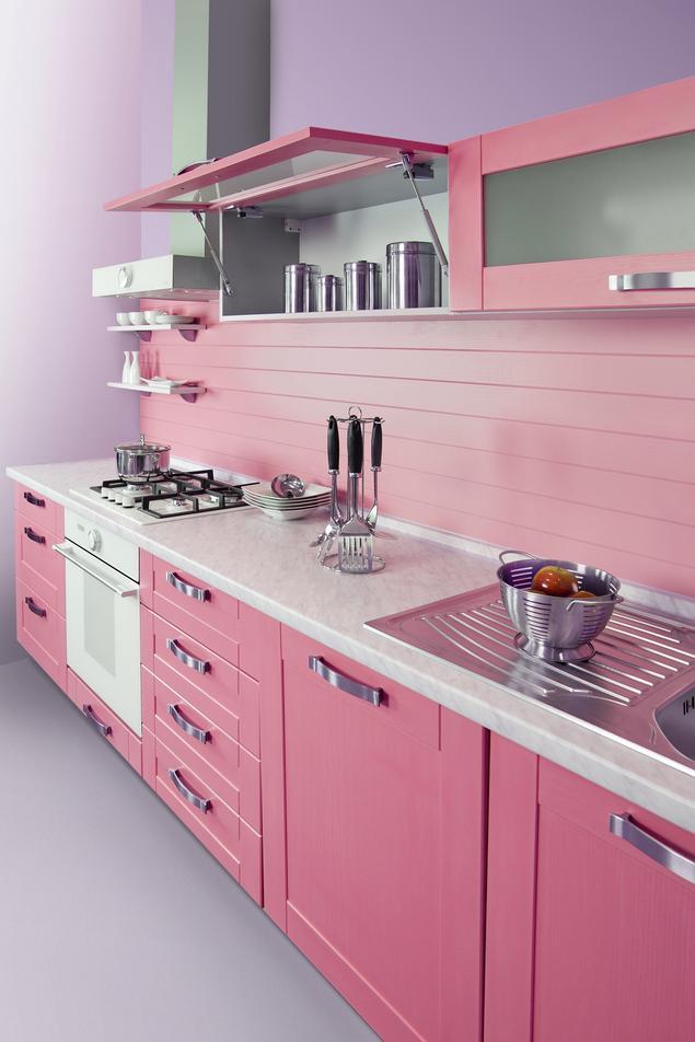 Aranżacja nowoczesnej kuchni. Pomysł na różową kuchnię